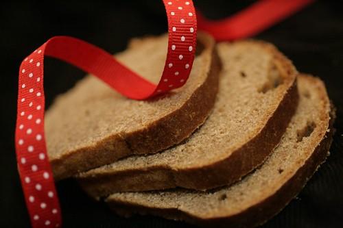 Pumpernickel slices