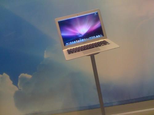 02-14 Macbook Air @ Apple Store Costa Mesa