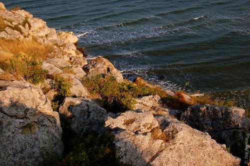 Скалы вдоль мыса