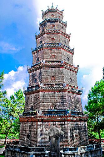 Tháp Phước Duyên - Chùa Linh Mụ - HDR