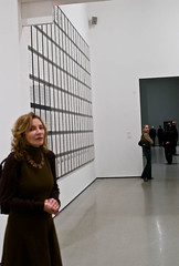 2 women watching . L1059696.jpg