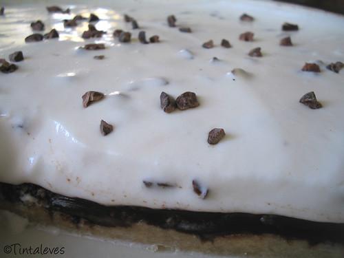 kakaóbabos tejfölös csokitorta