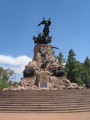 San Martin, encore une fois...Je crois que je vais en bouffer pas mal des statues de san Martin et son cheval