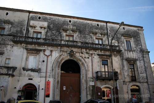 A beautiful old building in Ischitella