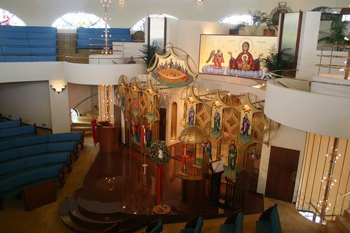 Interior de la iglesia de la Anunciacion con vista al iconostasio desde el 2º piso