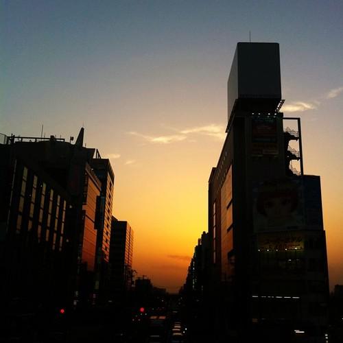 今日も一日、お疲れ様でした。久々だなこのカット! #sunset