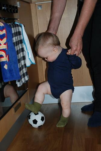 Neo kickar boll, Åre
