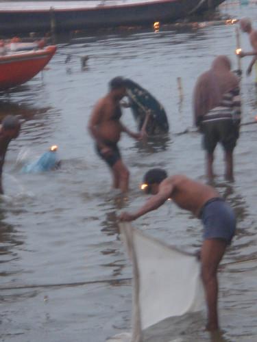 Ganges River1-8清早就有人在沬浴