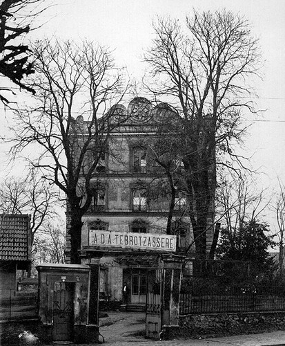 Tbrotsaser School in the northern Paris suburb of Raincy in the 1930's, France