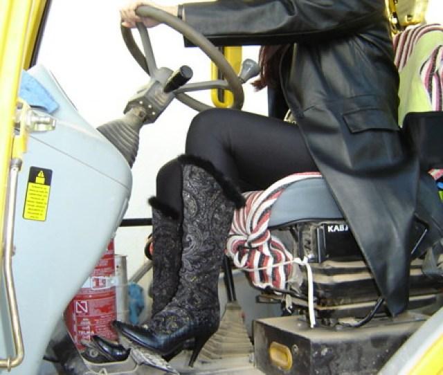 Pedal Pumping Con Botas De Ante 11