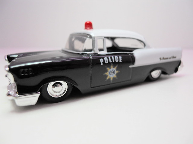 jada toys badge city heat wave 2 1957 chevy bel air (3)