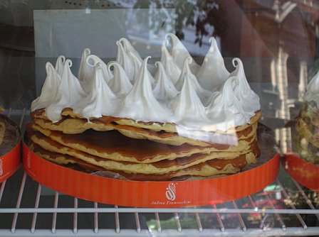 Pastry oozing dulce de leche in Mendoza
