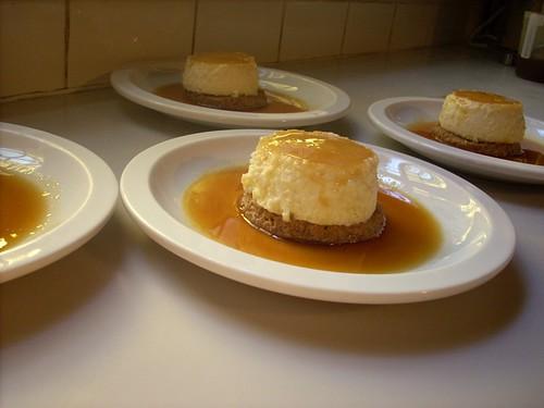 Tartas individuales de queso con salsa de naranja