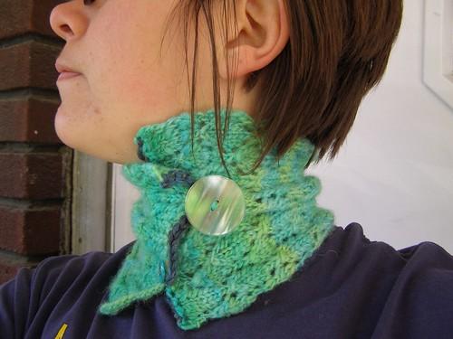 glacial spider neckscarf - side