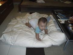 Joshua & the quilt - RIMG0133
