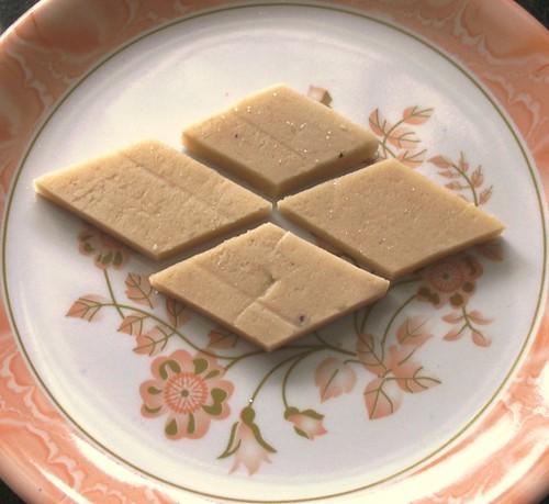 munthiri paruppu cake