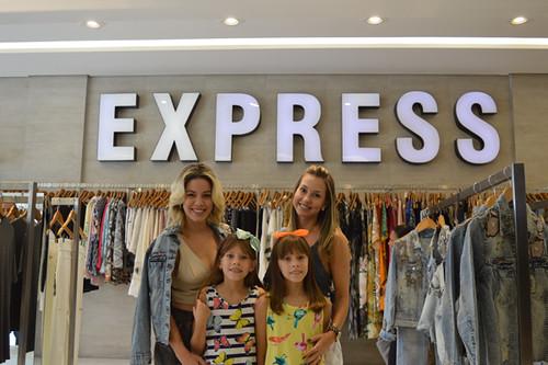 Jéssica Costa  recebe Roberta Novais e as filhas Gabriela e Beatriz
