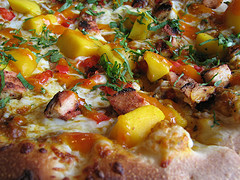 Tandoori Pizza with Mangoes