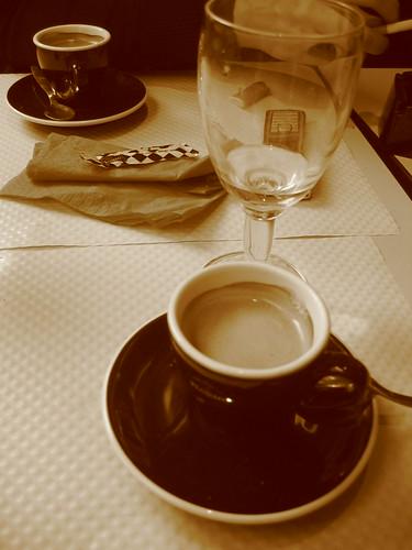 Deux cafés à Paris, France