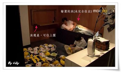 翰潔的床與床邊桌