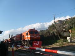 Train passant devant une barriére