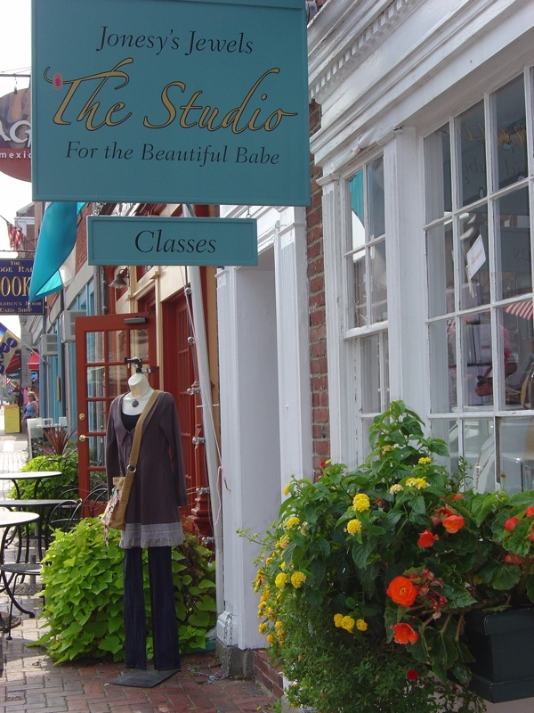Boston Locals: Wanna Set Up Shop in Newburyport?