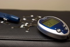 Blood glucose meter and testing strips