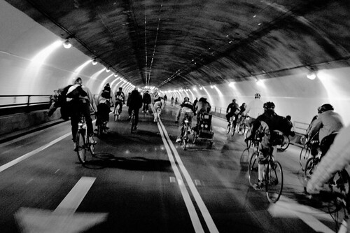 Amazing bike commute picture from Guillermo D on Flickr