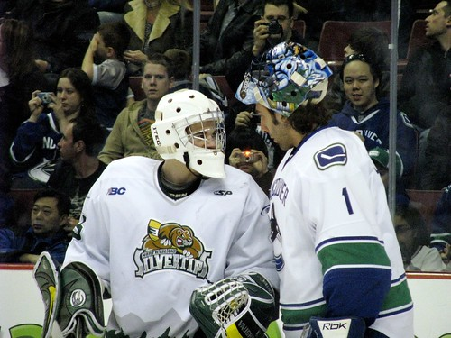 Luongo chats with the junior goalie