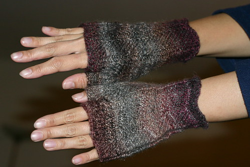 Finished handspun mitts!