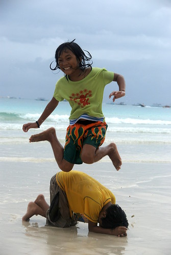 children playing luksong baka traditional street game boy girl beach Pinoy Filipino Pilipino Buhay  people pictures photos life Philippinen   Philippines