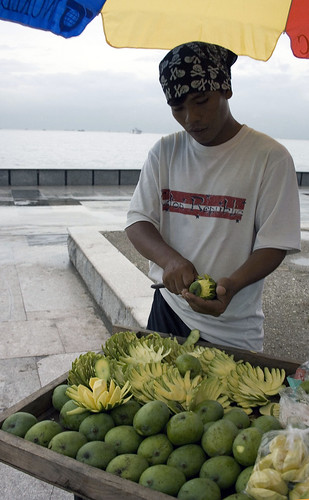 man mango vendor green peddler Pinoy Filipino Pilipino Buhay  people pictures photos life Philippinen  菲律宾  菲律賓  필리핀(공화�) Philippines