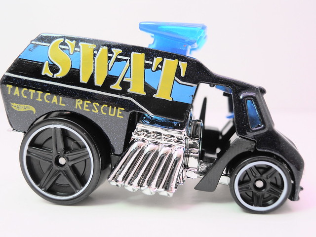 hot wheels cool-one SWAT (3)