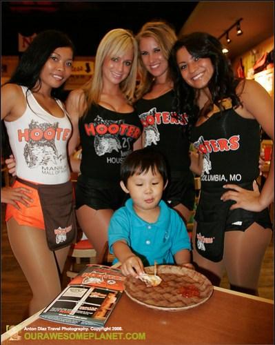 Hooters Manila-16