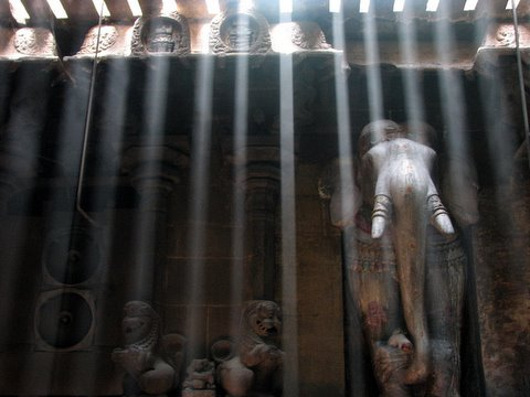 bars of light in the temple..stone elephant 260308