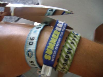 Cortando la pulsera del Summercase 2007