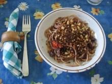 Spaghetti con olive fritte, pomodorini e mollica | Si mangia