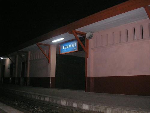Stasiun Sasaksaat Pkl. 02.35 Dini Hari