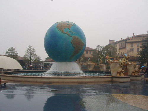 Tokyo Disney Sea - I had no idea this place existed but it was very different from Disneyland and a great place in its own right!