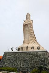 馬祖景觀公園樓頂的大雕像