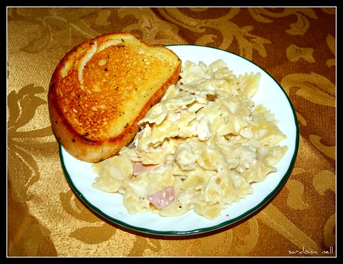 Cheesy Chicken Alfredo & Garlic Bread
