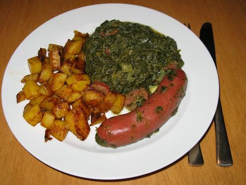Grünkohl mit Bratkartoffeln und Mettenden