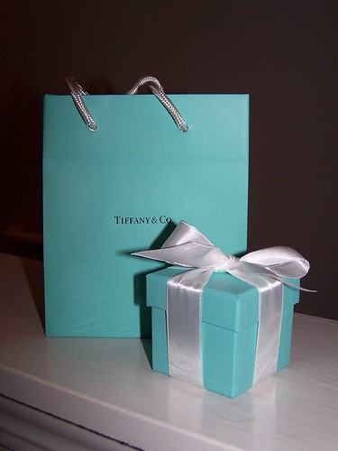 *Squeal! How pretty is it.  I totally get the whole blue box thing now.  Repeat after me: I am a hypocryte!