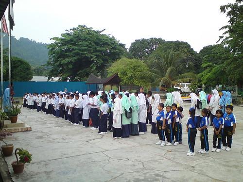 Murid sekolah yang hadir