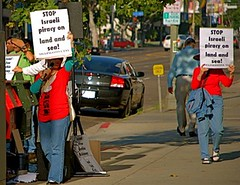 protesting in Los Angeles against Israeli piracy on land and sea di freegazaorg