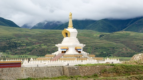 A big chorten found just south of Ganze, Tibet (China).