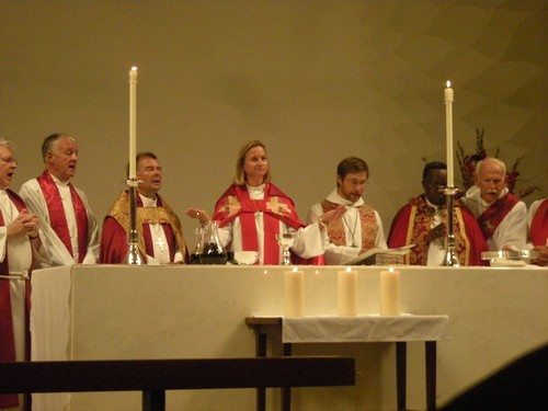 Communion with 3 Bishops, St. Andrew's Saratoga California, Mary Gray-Reeves, Gerard Mpango, Michael Perham, Channing Smith, Max Wright, Mark Anschutz, Jim Thomas photo: copyright 2009 Katy Dickinson