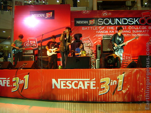 Soltera performing at the NESCAFE Soundskool Regional eliminations