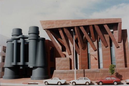 Frank Gehry's Binocular Building, Venice / USA, 1995