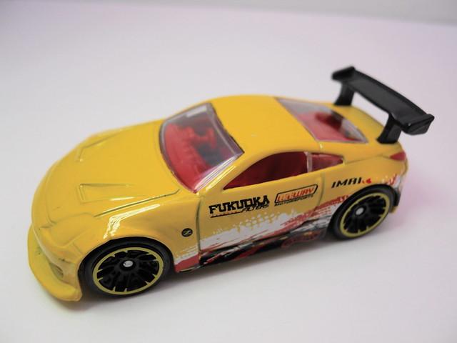hot wheels nissan 350Z yellow (3)